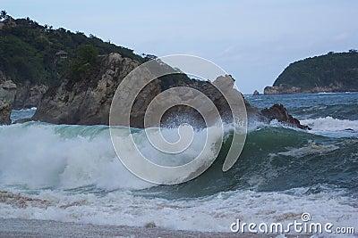 сердитый океан