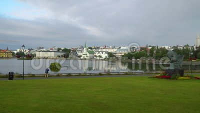 Ситиспейс Рейкьявика возле озера Тьорнин видеоматериал