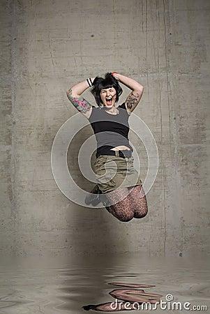 Скача женщина