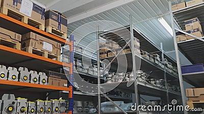 Склад с коробками передач, склад для механиков-механиков, механиков-передатчиков на складе акции видеоматериалы