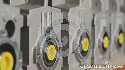 Склад с коробками передач, склад для механиков-механиков, механиков-передатчиков на складе видеоматериал