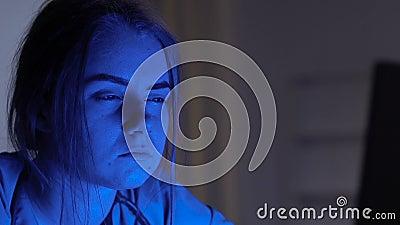Случай расстроенного женского чтения доктора мертвый терпеливый, ища ошибки диагноза сток-видео