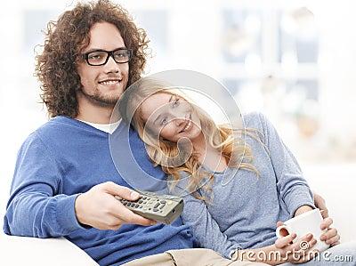 Смотрящ Tv совместно