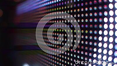 Современные диоды RGB светоизлучающие или экран СИД в съемке steadicam действия 4K сток-видео