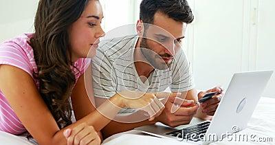 Соедините делать онлайн покупки на компьтер-книжке в спальне акции видеоматериалы