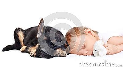 Спать ребёнок и щенок.
