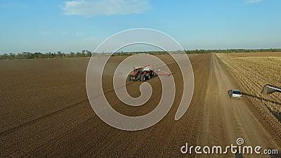 Специальные трактор и зернокомбайны Сельское хозяйство ahmad Взгляд кратчайшего пути сельскохозяйственной техники от воздуха сток-видео