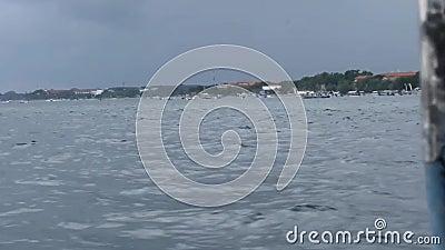 Спидбот на пути от пляжа Бали-санур до Нуса-Пенида на Бали, Индонезия, скоростной катер от пляжа Санур до Nusa penida, я акции видеоматериалы