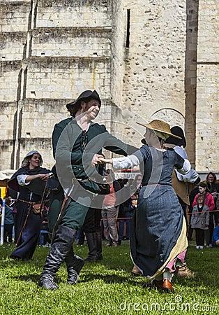 Средневековые танцоры Редакционное Изображение