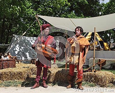 Средневековые трубадуры Редакционное Фотография