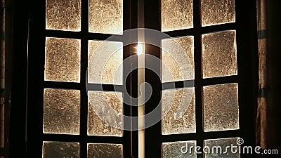 Старые пакостные фантастичные окна закрыты внутрь видеоматериал