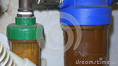 Старый и грязный водяной фильтр, ремонт сантехника сток-видео