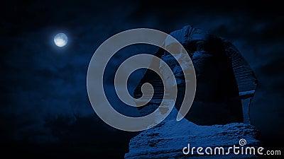 Статуя сфинкса на ноче с луной акции видеоматериалы