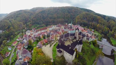 Столетие средних возрастов замка, воздушная крепостная стена зданий цвета видеоматериал