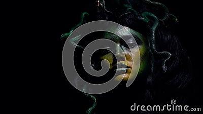 Страшная Медуза Gorgon с ее лезвием, конец вверх видеоматериал