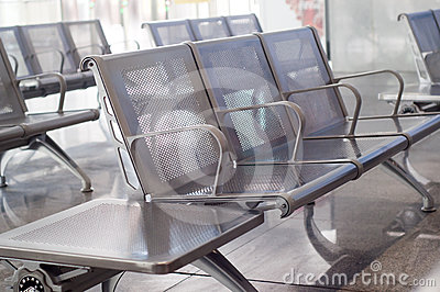 стулы опорожняют