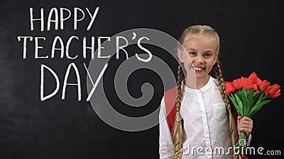 Счастливый день учителей написанный на классн классном, пук удерживания школьницы тюльпанов акции видеоматериалы