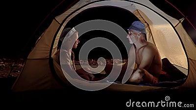 Сын и отец в палатке ночью видеоматериал