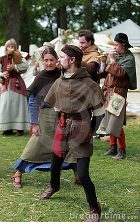 танцулька средневековая Редакционное Фото