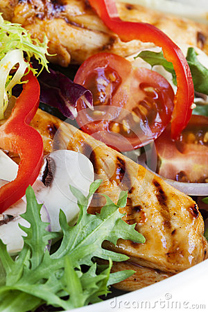Теплый салат из курицы