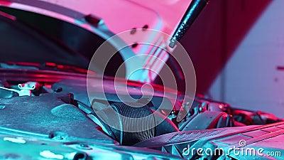 техническое обслуживание автомобиля, очистка двигателя с горячим паром, промывка высокого давления видеоматериал