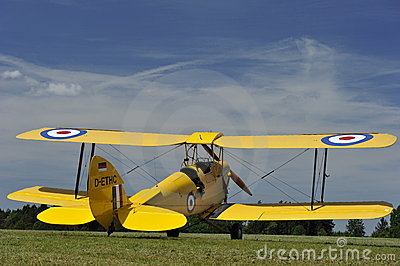 тигр сумеречницы самолет-биплана Редакционное Изображение