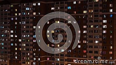 Тимелапс жилых домов окна в ночное время - вид на фасад акции видеоматериалы