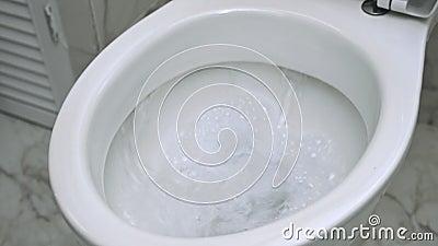 Топить вниз с туалета видеоматериал