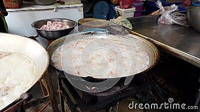 Тофу глубоко зажарен для закуски сток-видео
