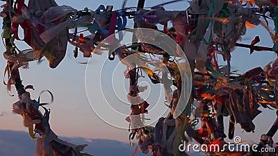 Традиционное дерево желания, туристическая достопримечательность, мечты приходит верно, надежды на будущее акции видеоматериалы