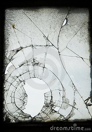 треснутое старое окно