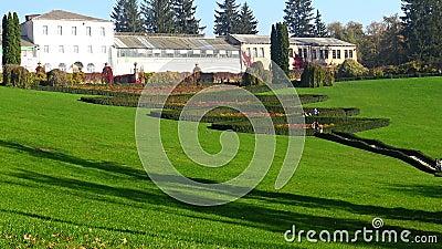 УКРАИНА, Уман - 19 октября 2019 года: Партнерский амфитеатр Терас Троянд, Софиевский парк, Уман, Украина акции видеоматериалы