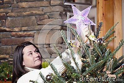 Украшать рождественскую елку