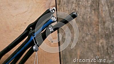 Установка кабельных секций провода на стенде Клеймовая витая пара Электрический кабель сток-видео