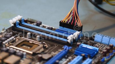 Установка компонентов для компьютера на системной плате, их подключение акции видеоматериалы