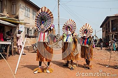 Фестиваль Otuo Ukpesose - Itu Masquerade в Нигерии Редакционное Фото