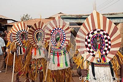 Фестиваль Otuo Ukpesose - Itu Masquerade в Нигерии Редакционное Фотография