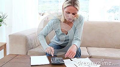 финансовохозяйственно имеющ женщину проблем акции видеоматериалы
