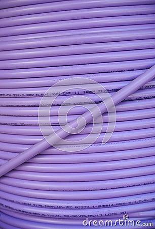Фиолетовая катушка кабеля
