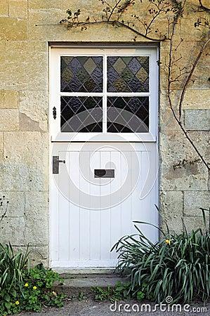 фронт двери коттеджа