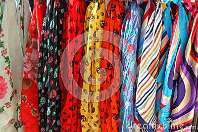 Цветастые шарфы