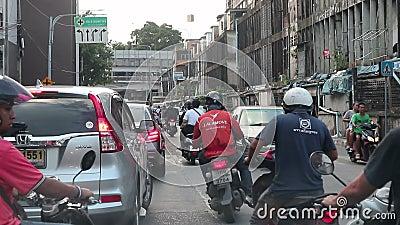 Час рассвета - Машины застряли в пробке на дороге Динданг Бангкок Таиланд акции видеоматериалы