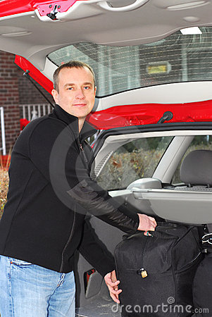 человек багажа автомобиля