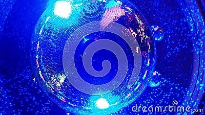 Шарик диско в ночном клубе сток-видео