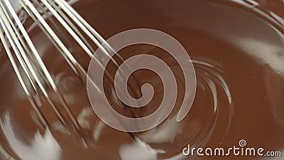 Шоколад смешивание расплавленного жидкого премиум темного шоколада с виски жидкий горячий шоколадный плов Шеф готовит десерт, соу акции видеоматериалы