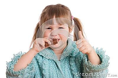 Шоколад предпосылки ест белизну