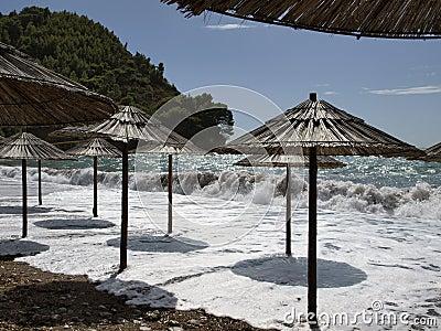 шторм пляжа