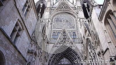 Экстерьер переулка собора в Руане, Нормандии Франции, лотке сток-видео