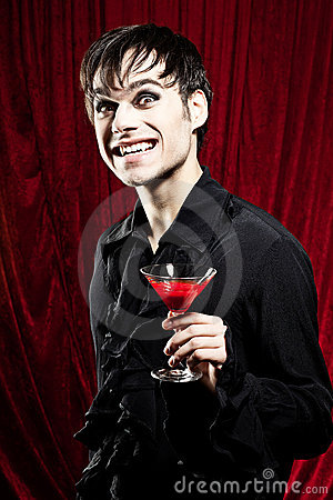 血淋淋的饮料男吸血鬼图片