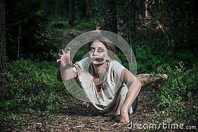一个可怕不死蛇神女孩